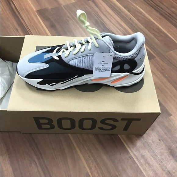 finest selection 9b3de eb9a7 Yeezy 700 Wave Runner. NWT